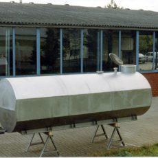 Aufsetztank für Frostschutzmittel zur Flugfeldenteisung auf Flughäfen Ausführung: oval Volumen: 10.000 l